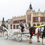 Carruaje ante la Lonja de los Paños en Cracovia
